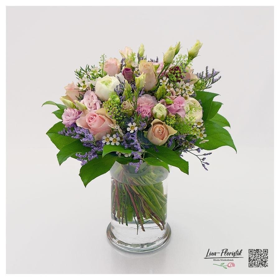 Blumenstrauß mit Ranunkeln, Rosen und Statice