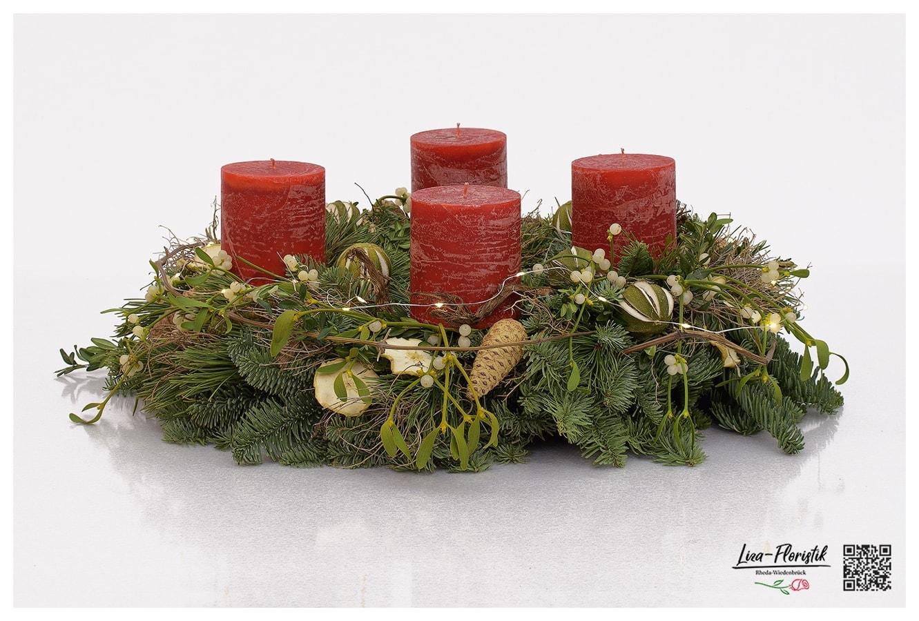 Advent - Adventskranz mit Nordmannstanne, Pinienzapfen, Misteln, Limette, getrockneten Zitronenscheiben, LED und roten Kerzen